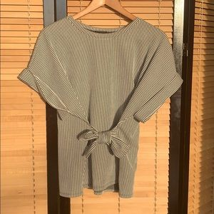 Striped toe front t-shirt blouse